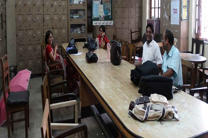 https://cache.careers360.mobi/media/colleges/social-media/media-gallery/8416/2018/12/25/Staff room of Maharaja Manindra Chandra College Kolkata_Others.jpg